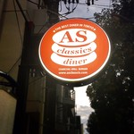 AS CLASSICS DINER - 赤いASの看板が目印