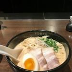 英国昇龍 - トマト醬豚骨ラーメン!