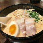 英国昇龍 - HOT&SPICYトマト醬豚骨ラーメン!