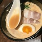 英国昇龍 - トマト醬&豚骨クリーミー!