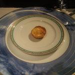 9635382 - アミューズ 温かいクリーム風味のパイ
