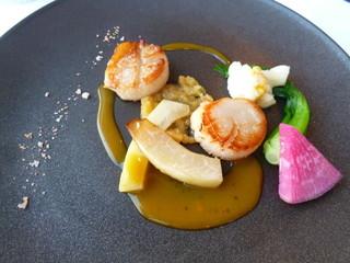 レストラン潮幸 - フレッシュ帆立貝のポワレ、パイナップルのチャツネパッションフルーツソース