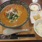 96353212 - 担々麺 小鉢/白飯/杏仁豆腐が付いて ¥790