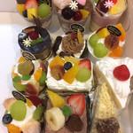ローザンヌ - ショートケーキもいろんな種類があります