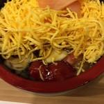 Sushizen - 錦糸卵の下にはしっかり味のツメを塗られたネタがたっぷり