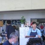 長田うどん - テーブルに ナンバーを書いた木札を置くと運んでくれます