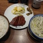 利久 - 『牛たん2枚4切れ定食』(税込み1350円)