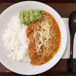 妻田カレー - 牛すじカレー(中辛)+ チーズ、アボカドペースト