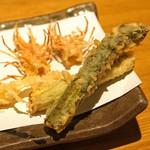 石臼挽き手打 蕎楽亭 - 才巻海老の頭とアスパラガス