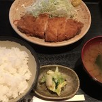 豚珍館 - かつ定食 730円