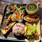 畑カフェ レインボーアート - lunch A(鮭の竜田揚げを選択)デリプレート1,000円