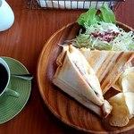 道 - 料理写真:朝のグリルサンドセット1080円