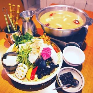この冬の新鍋メニュー!炊き餃子の四川風香味鍋