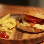 カフェ&バー スナフキン - 特製ハンバーガー