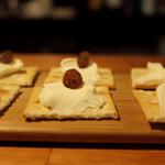 カフェ&バー スナフキン - クリームチーズとレーズンのカナッペ