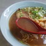 Yodoyashiyokudou - スープは優しい味の豚骨醤油味