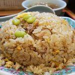 中華料理タカノ - チャーハン@500枝豆が乗ります