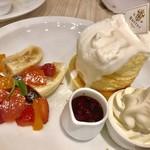 バター プレミアム - ミックスベリーのホワイトタワー¥1490(税込)