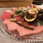 メリケンサカナ - 目利き樋口の魚介盛り合わせ(カルパッチョ)(ムール貝、ホタテ、たこ、サーモン、ぶり、まぐろ、本まぐろ中とろ、つぶ貝)