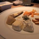 DiningBar - チーズ盛り合わせ