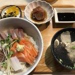 お食事処 海山 - 料理写真:みつ鰤のあぶり丼=1080円