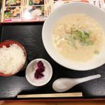 水炊き・焼き鳥 とりいちず - 鶏パイタン麺690円