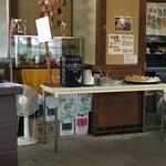 96412628 - セルフの天ぷらコーナーもありました。