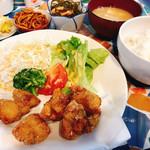 暖 - 料理写真:唐揚げ定食(2018.11.13の日替わりランチ)