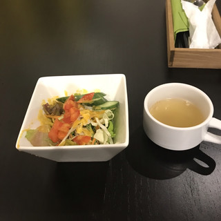 イタリアンバル HARU - サラダとスープ。 美味し。