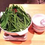炊き餃子・手羽先 オクムラ - モツ鍋  3人前