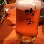 炊き餃子・手羽先 オクムラ - 足付ビールグラスでカンパ~イ☆