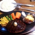 96428020 - 牛肉100%炭火焼き風ハンバーグ温野菜付き  1000円