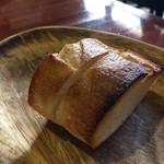 スカッサカッツィ - パン 温めてあり中にバターが塗ってあります。