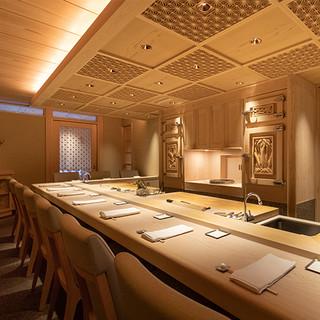 日本文化の伝統を感じる総檜造りの華やかな和空間