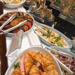 96442566 - 前菜系。テリーヌやパテやカルパッチョ風のお料理やら・・
