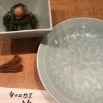 笹吟 - お通し350円。柔らかく煮たタコと菜っ葉のおひたし。素材の味を活かした一品でした(╹◡╹)