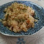 万平 - 料理写真:醤油バター風味の山菜ピラフ