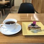 コンパルティール ヴァロール - そのパイの中から、ブルーベリーパイとホットコーヒーをいただきました(2018.11.13)