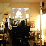 鉄板居酒屋佐助  - プロジェクターでスポーツ観戦もできます。