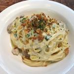 FARMER'S KITCHEN - 秋茸とホウレン草・ベーコンのカルボナーラ トリュフ風味スパゲティ