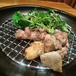 宮崎風土 くわんね - [料理] 宮崎地鶏の竹炭焼き プレート全景♪w