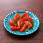 イタリア産海塩で食べる冷製バジルトマト