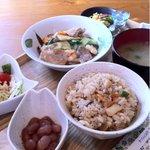 きっちんCAFE PROM610 - 豚肉と海老のあんかけ+炊込みご飯 780円