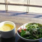 ラグタイム - セットのミニサラダとカップスープ