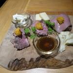 96475675 - ★★3種類のローストビーフとチーズの盛り合わせ(2018年11月)