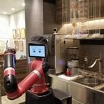 変なカフェ - ロボット店員のトム。トムがコーヒーを淹れます。