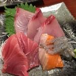 マルかつ食堂 - お酉さま メニューの刺し盛りは500円!