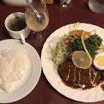 96484752 - 洋風ハンバーグ・一品料理付き ¥950
