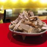 にくの匠 三芳 - 松茸をスライスして山盛りに。