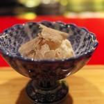 にくの匠 三芳 - デザート。トリュフを乗せたミルクアイス。